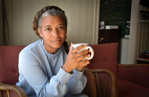 ETTERTANKE: Camilla Tømta skulle ønske hun hadde hatt større kunnskaper om brorens sykdom. – Familien bør kunne være en ressurs, sier hun.