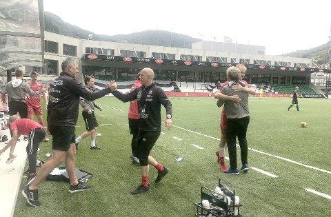 VIKTIG: Etter 96 minutt med fotball kunne Fjøra jubla for ein svært viktig heimesiger over Brann 2. (Foto: Endre Romøren)