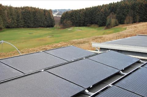 Det nye anlegget på Kjerrbergtunet produserer strøm selv om det er overskyet.