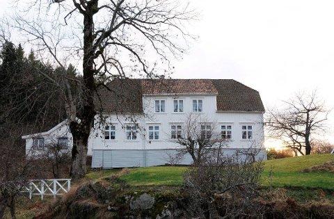 UTGRAVING: Området der Riksantikvaren krever arkeologisk utgraving ligger ikke langt unna hovedbygningen på eiendommen Tåtøy Østre. (Arkivfoto)