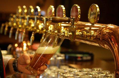 ØL-TRØBBEL: En ødelagt pakning på tanken ved Sailors Inn har gitt 500 liter flatt øl.