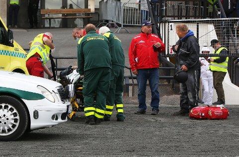 STYGGE SCENER: Her har Jane-Helen Stareng fått hjelp av Thøger Malmstrøm og annet personell eller ulykken på Bjerke i september. Foto: Arild Hansen