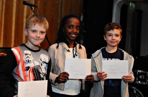 Kristian Mittet (fra venstre), Tsion Isaac og Jacob Gustad Jones er tre av mange som har lest mye i sommer. Tirsdag vanket det premier under avslutningen av SommerLes.