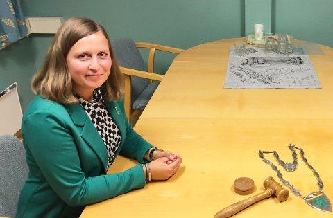 Tingvoll-ordfører Ingrid Waagen mener Kristiansund kommune opptrer uhørt og krisemaksimerer i saken der de krever gjeterbu i Herresdalen revet fordi den angivelig truer byens drikkevannsforsyning.
