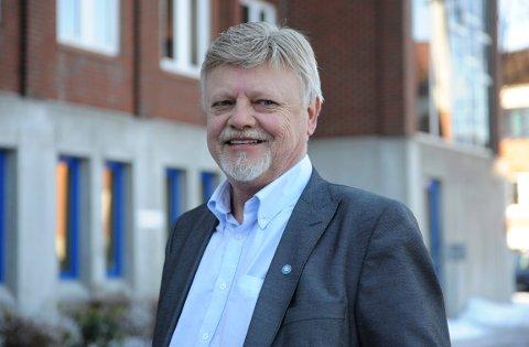 BETENKT: Varaordfører Bent Moldvær (Frp) er betenkt med tanke på å bygge ned Tveiten ved Barkåker til dtalafgringssentral, men han mener tross dette at området bør utredes for å skaffe grunnlag for å ta en beslutning senere.