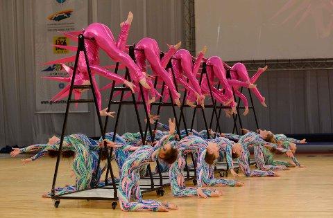 SPEKTAKULÆRT SHOW: Mange av turnerne som deltar holder et høyt nivå, showet blir regnes som et verdensmesterskap i oppvisningsgymnastikk. Her er et bilde fra sist gang World Gym for Life Challenge ble holdt i 2013 i Cape Town.