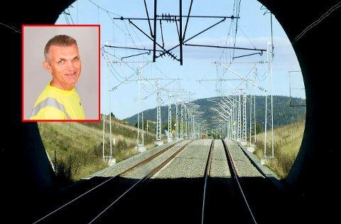 PÅ SKINNER: - Med de nye dobbeltsporene blir det mulig å kjøre fire tog i timen hver vei, mellom Oslo og Tønsberg. Det er en dobling av kapasiteten som er i dag, sier prosjektdirektør for Utbygging Vestfoldbanen, Lars Tangerås.