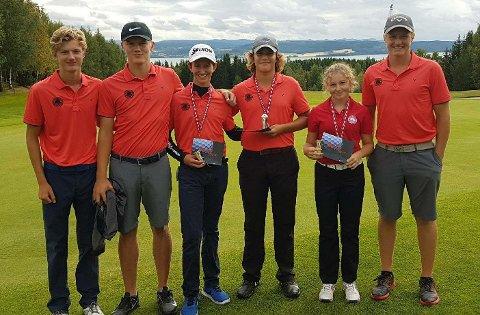 OVERRASKET: Jørgen Lie Viken (helt til høyre) gjorde sakene sine svært bra i Borre Open. I åpningsrunden satte han hele den skandinaviske golfeliten på plass.