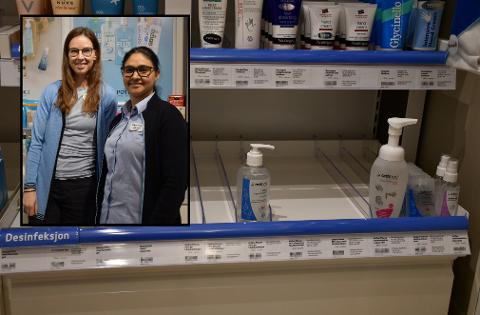 SMITTEVERN: Apotektekniker Tonje Sollie Jensen og farmasøyt Jaspreet Bains mener at god håndhygiene er bedre smittevern enn munnbind.