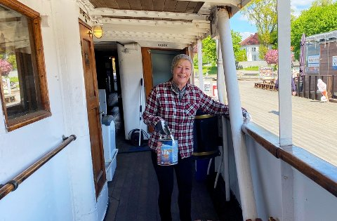 DUGNAD: I sju år har Kristin Fjeldså vært frivillig på DS Kysten, som eneste kvinnen. Nå trenger skipet hjelp fra mannen i gata for å få seile.