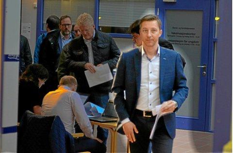 – MÅTTE TA AFFÆRE:  – Vi måtte ta affære overfor Eika-gruppen. Det ble for dyrt å være tilknyttet der, samtidig som det i Eika er få banker som eier relativt mye og bestemmer det meste, forklarer baksjef Bjørn Asle Hynne om hvorfor Aasen Sparebank går trer inn i en ny lokalbankallianse.