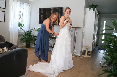 Det var Nikita Bredesen fra Grimstad som ble den lykkelige eier av brudekjolen som Ann Mari Rønningen la ut på Facebook.