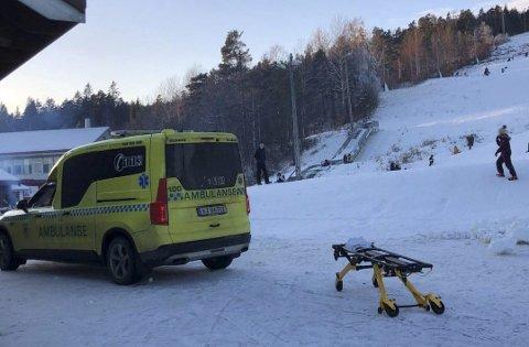 Utrykning: Både ambulanse og luftambulanse rykket ut til ulykken i skibakken på Vegårshei 10. januar. Arkivfoto