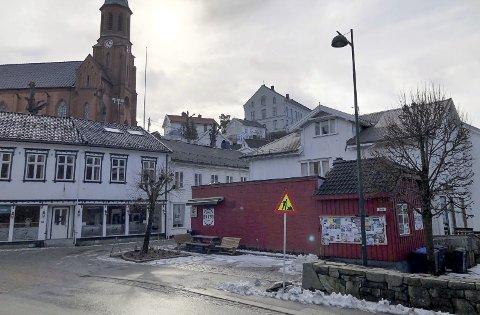 Slepa: Slepa var tidligere uteservering for Terna Kafé. Nå skal de bli offentlig plass, hvor alle kan ta seg en pause, spise en is eller se på folkelivet. Foto: Siri Fossing