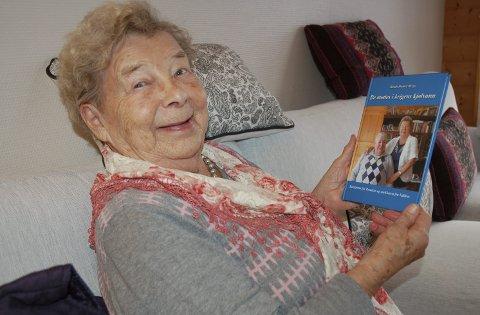 Tøffe minner: Et godt humør har hjulpet Laila Hagen på Fagernes i å takle de vonde minnene fra evakueringa av Finnmark. For noen år sia skreiv Randi Hamre Berge bok om livet til Laila og mannen Sverre.