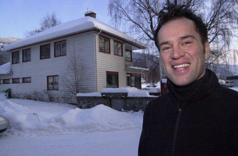 BRANT NED: Sascha Maximus har vokst opp i Anonsen-huset, som brant ned natt til lille julaften. Han er glad ingen kom til skade.