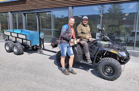 Nyttekjøretøy: Leder i CK Valdres,  Ole Christian Nymoen samt daglig leder i Valdres Storhall AS, Carl Frithjof Tidemand-Johannessen, hentet onsdag en flunkende ny ATV med henger.