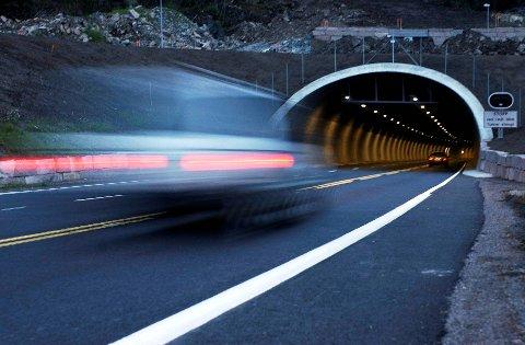 FERSKEMÅLINGER:I gjennomsnitt holder folk stort sett akkurat fartsgrensa gjennom Hagantunnelen.