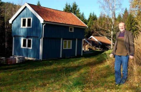 LIVSPROSJEKT:Bjarne Vik overtok småbruket Svingbakken i 1990, her fra en reportasje i Varingen i 2005.