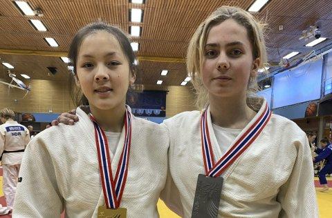 Gulljenter: Siri Flaen og Maria Staff vant hver sin gullmedalje under NM i judo. Foto: Oscar Holt-Seeland