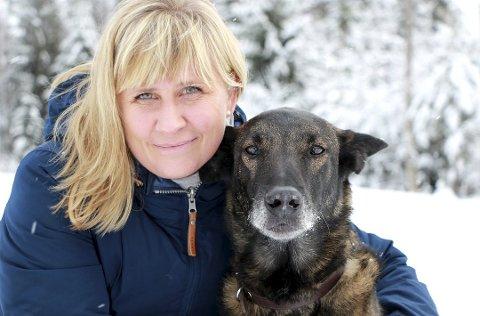 """OVERSATTE BARNEBOK: Charlotte Søyland driver Nesodden dyreklinikk på Flaskebekk, og er konsulent i FN-systemet, som veterinær. Nå har hun oversatt barneboken """"Min helt er deg"""" til norsk."""