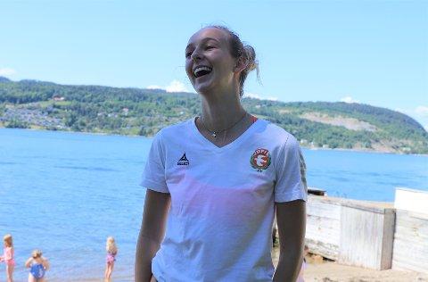 """Cassandra Aspaas (18) fra Drøbak fikk seg et gledessjokk da hun fikk tilbudet om det hun omtaler som """"drømmejobben""""."""