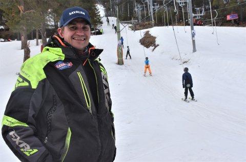 NYE OPPGAVER VENTER: Som 13-åring startet Bojan Dahlstrøen med jobb i skiheisene på Savalen. 19 år senere gjennomfører han sin siste påske som ansatt ved anlegget.