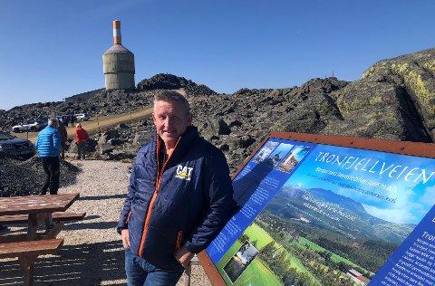ENDRINGER PÅ GANG: At det skal komme et utsiktstårn på toppen av Tron vet de fleste. Men at Jan Inge Gjermundshaug snart kan åpne en gangvei tilpasset også blant annet rullestolbrukere er særs gledelig.