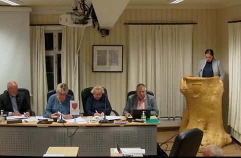 Gro Eskeland (Sp) var en av dem som hadde spørsmål til opposisjonen om høringsuttalelsen til Nye Veier.