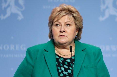 Statsminister Erna Solberg under pressekonferanse om koronasituasjonen fredag