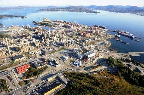 Arbeidet med å oppgradere Mongstad-terminalen for å ta i mot oljen frå Johan Sverdrup-feltet vil koste over ein halv milliard kroner. Statoil har no tildelt ei kontrakt på rundt 350 millionar til Aker Solutions. Arkivfoto