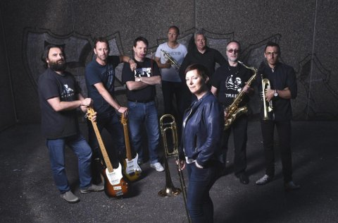 Blues brazz collective: Bandmedlemmene er: Alex Farrow (gitar og vokal), Vidar Lunde (tangentar), Jan Tore Skråmestø (bass), Rolf Raknes (trommer og vokal), Kjetil Morken (trompet), Irmantas Norkus (trompet), Hildegunn Sture Sylta (trombone og vokal) og Tore Gjelsvik (saxofon).