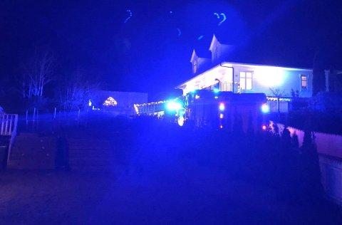 Brannvesenet rykte søndag kveld ut til ein bustad på Flatøy i Meland etter melding om brann på eit kjøkken.