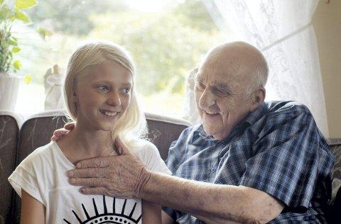 HEALER: Joralf Gjerstad har sluttet å ta imot mennesker i nød. Men mannen fra Snåsa gjorde et unntak da Margreth Olin ville lage sin dokumentarfilm om 90-åringen.foto: filmweb