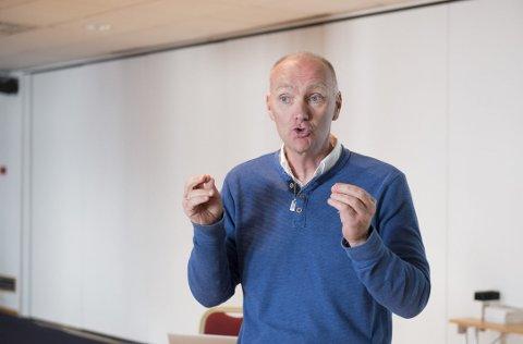 Olympiatoppens Roger Gjelsvik ønsker å rette ressursene til de lokale utøverne som har en realistisk sjanse på en topp 12-plassering i de to neste OL. – Da må vi akseptere at noen utøvere dessverre ikke får den støtten de kunne fått, sier han. Foto: Magne Turøy
