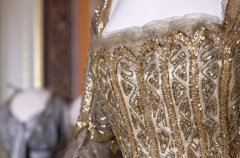 En av de originale kjolene til dronning Maud, som står utstilt på Slottet.