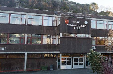 To av de smittede er elever ved Askøy videregående skole.