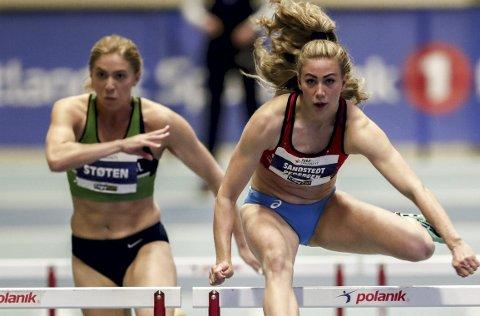 Isabelle Pedersen (t.v.) har jevnlig byttet trener de siste årene, så også i år. Men denne gangen mener 28-åringen å ha funnet en god løsning – både på og utenfor idrettsbanen. Hennes nye trener er Joanna Hayes, tidligere gullvinner i OL.