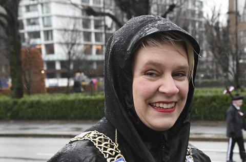 Marte Mjøs Persen i klassisk bergensordfører-outfit.