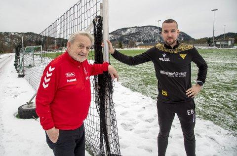 På Os lever friidrett og fotball fint side om side. Her ved Peer F. Jarnung (til venstre), styreleder i friidrettskretsen og Endre Brenne, daglig leder i Os Turn og A-lagstrener for herrelaget i fotball i 3. divisjon.