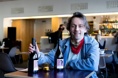 Sondre Lerche lanserer sin rødvin, «Patos» laget av Castell d'Age i Spania. Samarbeidet fortsetter med en oransjevin og en musserende utgave.