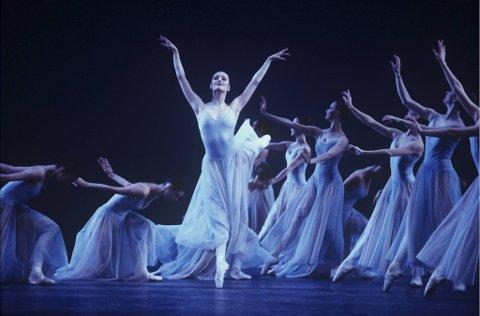 Christina McDermott i sentrum i The Royal Ballets oppsetning av Tsjajkovskijs «Serenade» i London i april 2000. Korrespondenten håpet på en «love story» da ballettdanserinnen møtte den norske stjernepianisten. Men slik gikk det ikke ...