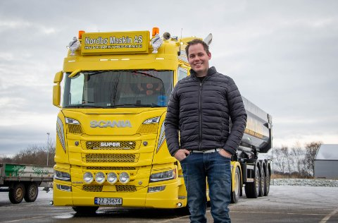 Lidenskap: Joachim Johansen bruker de aller fleste timene sine på lastebil eller motorsport.