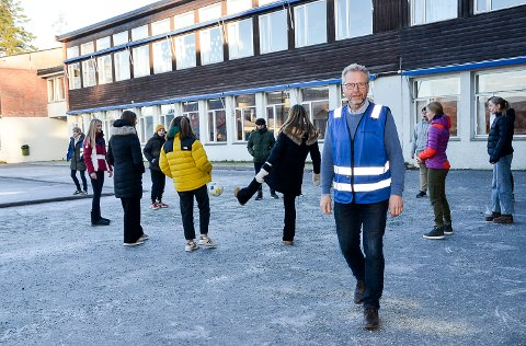 HJEMMEUNDERVISNING: 3. og 4. trinn ved Krøderen skole  ser satt i karantene denne uken og får hjemmeundervisning. Resten av skolen er i drift på gult nivå.