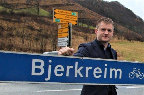 KJEMPAR FOR R1: Ordførar Kjetil Slettebø insisterer på at korridorvalet for ny E39 ikkje er avgjort. Han har tenkt å jobba hardt for at departementet skal koma til ein annan konklusjon enn Vegvesenet.