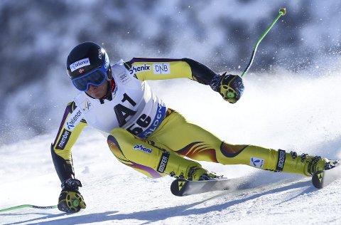 Marcus Monsen fra Drammen kjørte inn til sølv i mennenes superkombinasjon under junior-VM i alpint tirsdag.