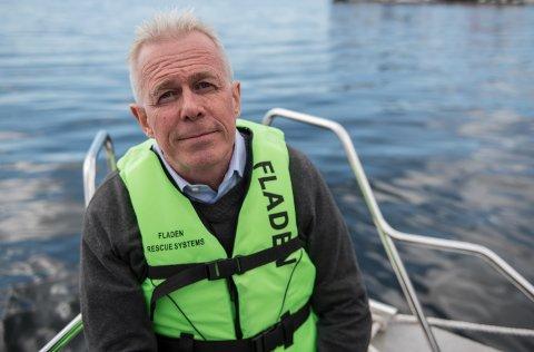 SENK FARTEN: Kommunikasjonssjef i Gjensidige Arne Voll oppfordrer folk til å ta hensyn når de ferdes på sjøen. Dette kan blant annet være å senke farten.