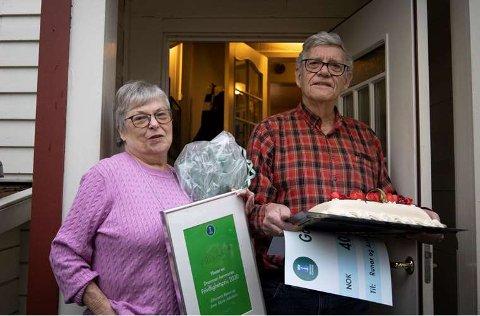 ILDSJELER: Lørdag 5. desember mottok Anne og Runar Jakobsen Frivillighetsprisen for sitt 60 års frivillighetsarbeid i speideren.