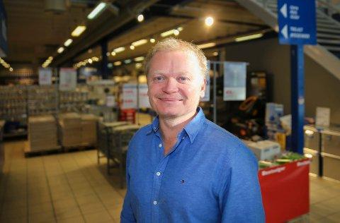 Bjørn Ivar Haugen har jobbbet i familiebedriften Maxbo i Hokksund i nærmere 30 år. Nå feirer bedriften 80 år.