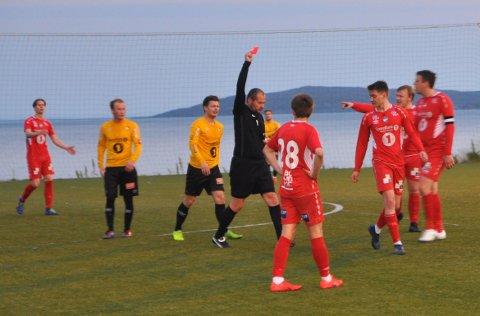 UTVIST: Turns Jonas Nylund fikk det røde kortet av dommer Vlada Filipovic i det 70. minutt.